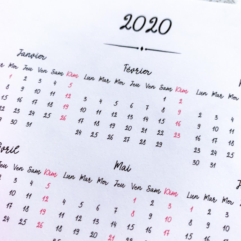 Sticker Calendrier 2020 / annuel (pleine page) / script