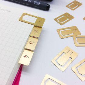 Onglets métal doré pour les mois de l'année