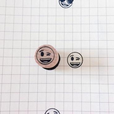 tampon emoji clin d'oeil