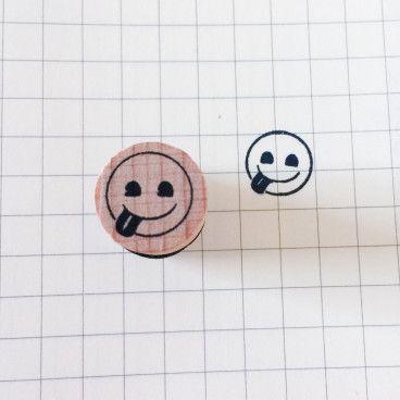 smiley qui tire la langue tampon
