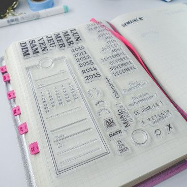 Clear stamps temporels : calendrier, nom des jours, mois, annotations diverses