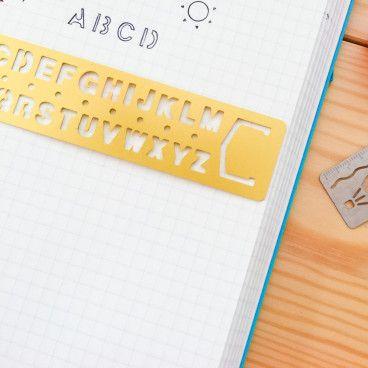 Règle Alphabet en métal doré